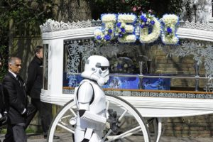 Image borrowed by http://www.qeepr.com/blog/top-10-new-funeral-trends/